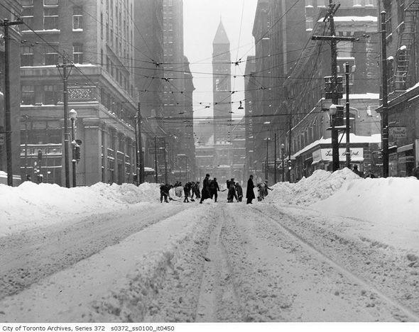 downtown toronto snowed in