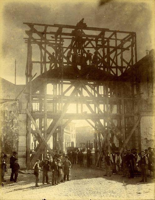 Demolição de Arco do Aqueduto, Estrela - 1897
