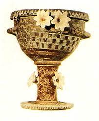 Cratere a decorazione plastica, ca 1800 a.C. Terracotta, altezza 45,5 cm. Da Festo, Iráklion, Museo Archeologico.