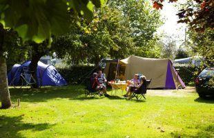 déjeuner à l'ombre des pommiers #campingduvieuxverger #finistère