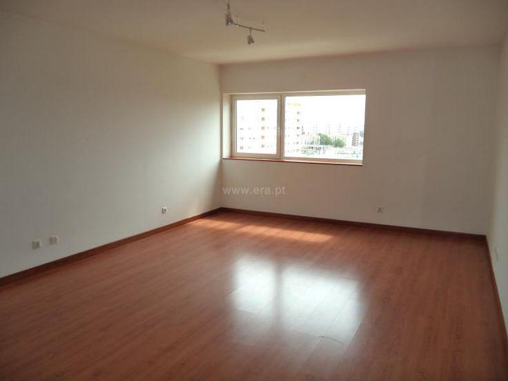 Apartamento  T3 / Lisboa, Lumiar - Apt. 4 assoalhadas, Sala de 30 m2, 2 WC, Arrecadação, 2 lugares de estacionamento, Excelente estado de conservação
