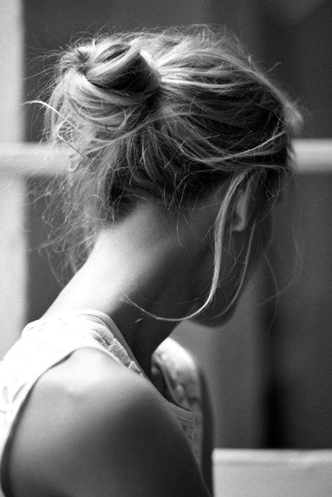 Bun: Hairstyles, Loose Bun, Hair Styles, Hair Bun, Makeup, Messy Buns, Beauty, Knot