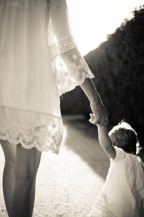 Photos Ideas, Mothers Daughters, White, Children, First Birthday, Families, The Dresses, Photography, Holding Hands