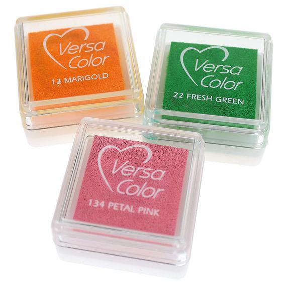 Sormileimailuun sopii sormivärien lisäksi myös VersaColor -leimasinvärit. Pienet ja edulliset VersaColor -tyynyt löydät Sinellistä! Kymmeniä värejä!