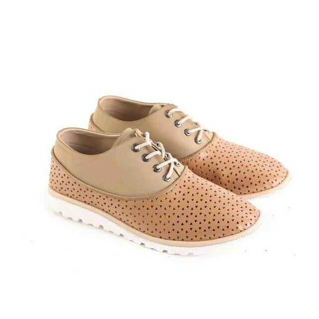 Temukan Garsel Sepatu Casual Wanita - L 576 seharga Rp 196.000. Dapatkan sekarang juga di Shopee! http://shopee.co.id/jimbluk/104159283