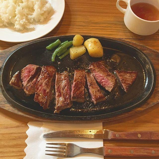 . 朝ホテルの美味しいバイキングを食べてから → 朝の海💙残波ビーチ に行き〜の → 国際通りに戻ってステーキ屋さんへ 💕💕 うん、めちゃいい昼ごはん!ペロリンチョ #沖縄#国際通り#旅行 2日目 #昼ご飯#ステーキ#肉 #lunch#okinawa#meat#steak#trip#overseas#yummy#landscape#food#eat#japanesefood#like4like#meat#instafood#instapic#likeforlikes#instalikes#instagram#instagood#instalike#lfl#l4l#ファインダー越しの私の世界#写真 2017.0923sat