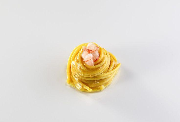 Spaghetti alla bottarga, gamberi e radice di curcuma | Fabio Abbattista