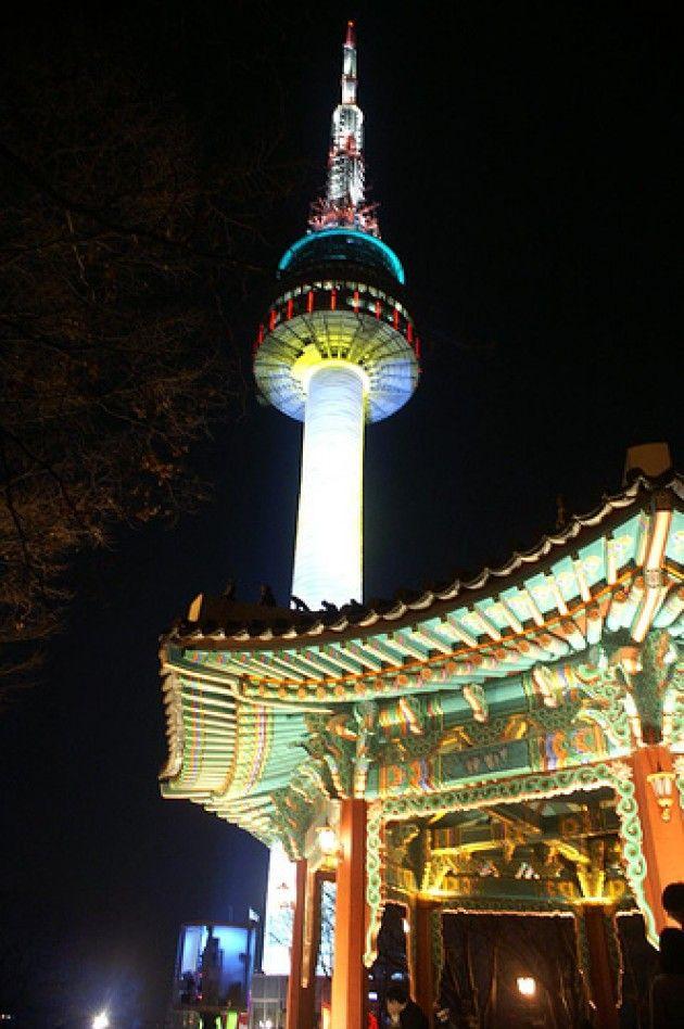 Nソウルタワーは夜のライトアップがロマンチック!韓国 旅行・観光の見所!