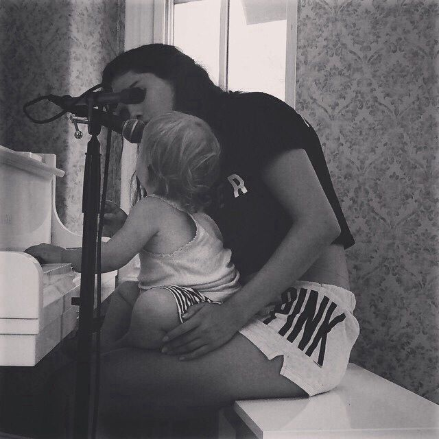 Selena and her sister Gracie