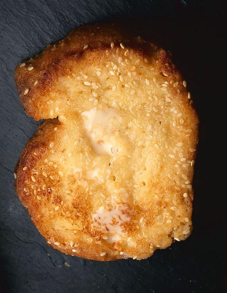 Le traditionnel « dessert du lendemain », sauf qu'ici le pain est frais et qu'on y ajoute des graines de sésame blanc. La recette à retrouver sur ma page facebook facebook.conticini.fr  #conticini #painperdu