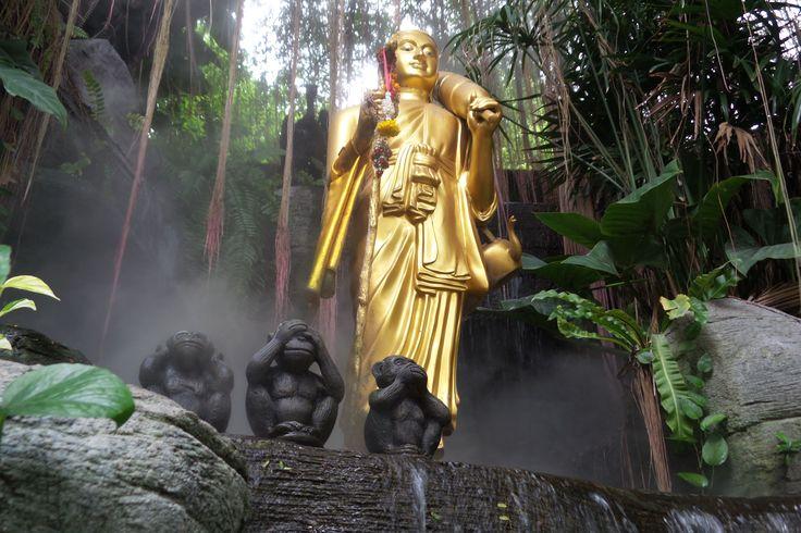 Golden Mountain, Bangkok, Thailand (dag 1). // Na een bezoek aan het Grand Palace, heeft een Tuktuk ons eerst naar de Standing Buddha gebracht (geen aanrader) en daarna naar de Golden Mountain. Wat absoluut wel een aanrader is.