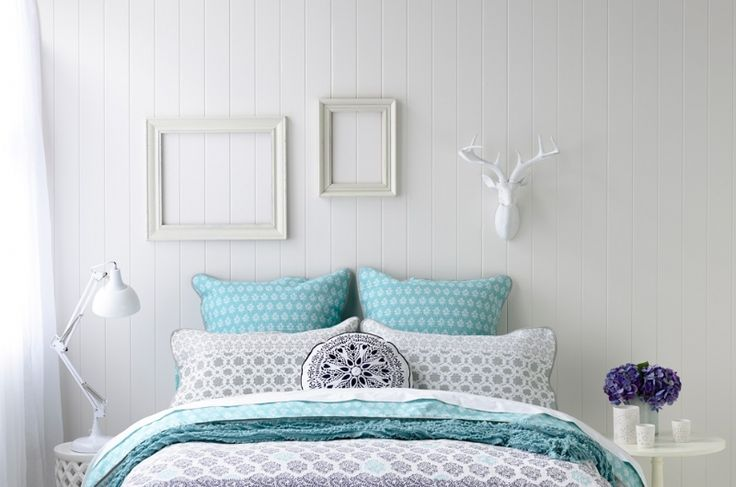 EasyVJ decorative wall paneling in white for a soft bedroom design