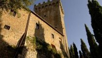 #StayinHistory The Castello di Gargonza in Arezzo (Italy) is one other fantastic historical building to discover in Italy. Lovely bedrooms!