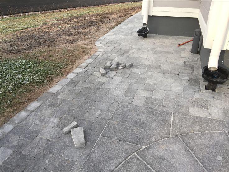 Pavered backyard using Benders Troja Antik Graphite 210x140mm and Labyrint side of same brick as border.