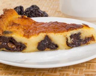 Clafoutis aux pruneaux sans sucre : http://www.fourchette-et-bikini.fr/recettes/recettes-minceur/clafoutis-aux-pruneaux-sans-sucre.html