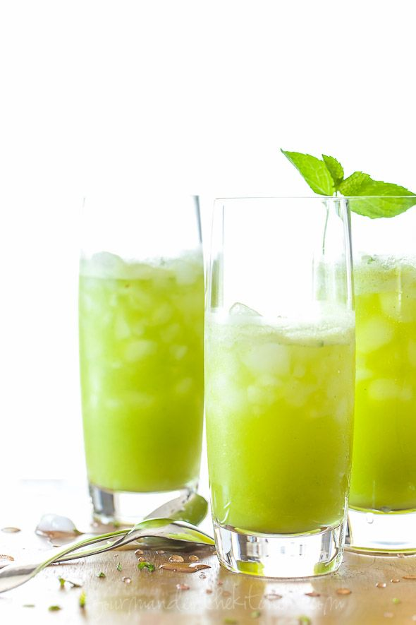 Sparkling Pineapple Mint Juice Recipe - Stay refreshed at the coast this summer!