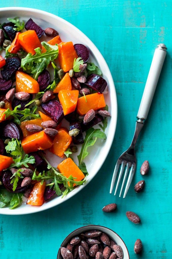 Pumpkin / red beet salad with salted almonds. Græskar-rødbede-salat-med-saltede-mandler