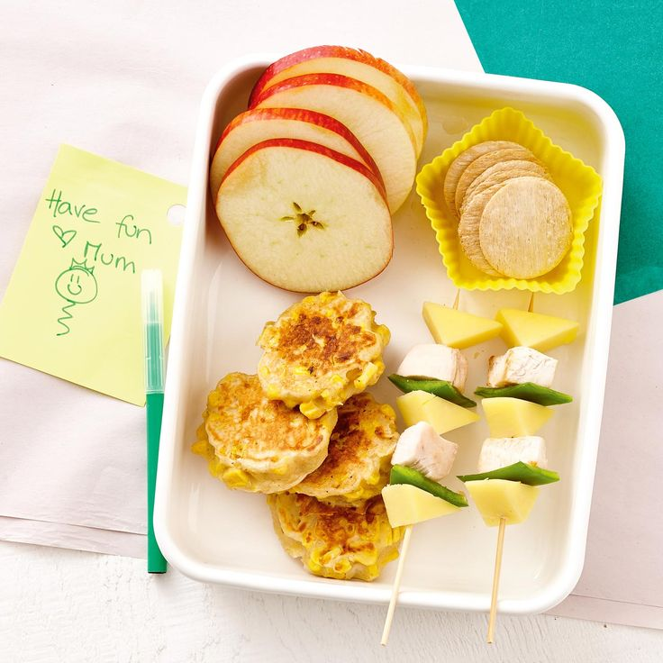 How to pack the perfect lunchbox for your kids - Corn & Ricotta Fritters + Snacks #Corn #Ricotta #Fritters #Snack #Lunch #Lunchobx #LunchboxIdeas #KidsLunch #FreshFoodKids