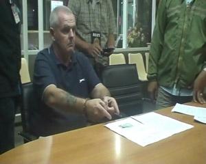 Am Samstagabend, verhaftete die Immigration Police Mr. Duncan James Mcgee, 54 Jahre aus England. Er wurde mit 9 Beutel Kokain mit dem Gewicht von 9 Gramm auf der 3rd Road Pattaya festgenommen.    Pol. Lt Tanadit Teuan-Kammer-naan sagte dass die Fremdenpolizei einem Hinweis auf einen Mann namens