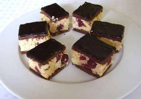 Konyakmeggyes szelet – egyszerű és nagyon finom sütemény