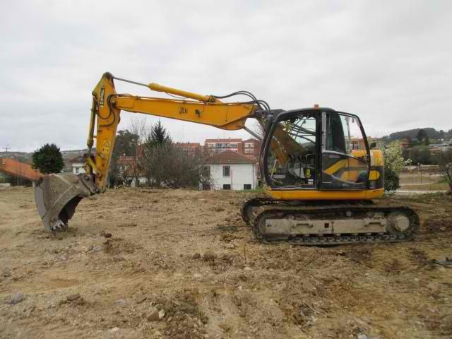 Baurent sells cheap Excavator JCB JZ140 Second Hand. Manufacture year: 2005. Working hours: 6500. Excellent running condition. Ask us for price. Reference Number: AC3650. Baurent Romania.