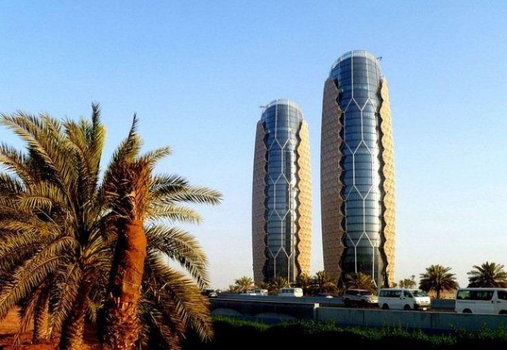 Башни близнецы Аль Бахар реагирующие на солнечный свет