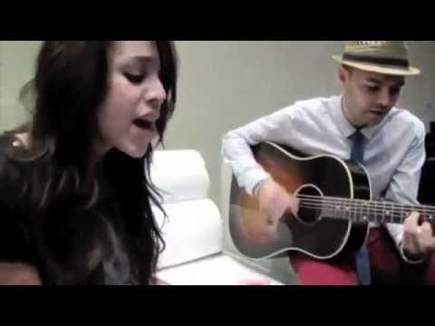danna paola cantando una cancion de jessy y joy