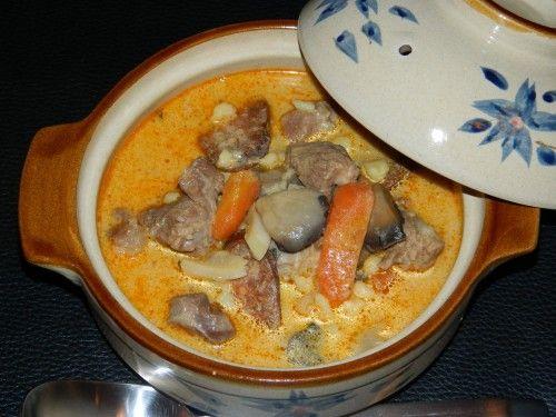 Jó kis házias étel! Isteni magyaros fogás, az egész család imádni fogja! Magyaros leves, ahogy a nagyi csinálta! Hozzávalók 50 dkg marhaszegy (esetleg sertéscomb), 50…