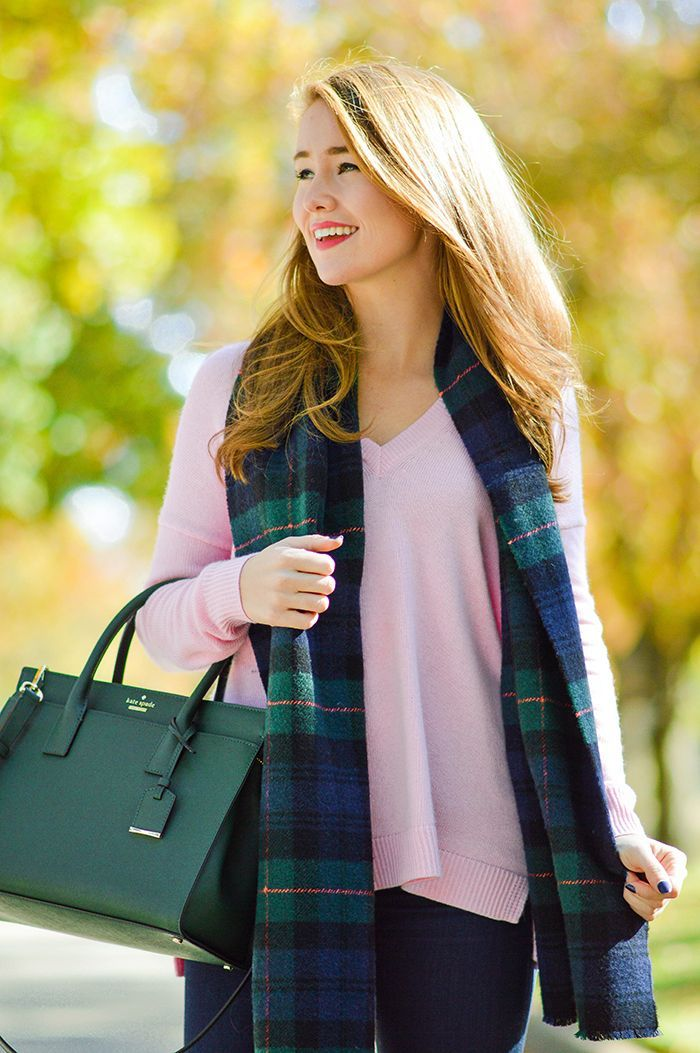 My absolute favorite shade for fall and winter is hunter green. Paired with navy? Even better. But throw in pink?! PINK?! In the most delicate, classic and lovely way? And yep… you've got me. Just like that! | fall fashion | fall style | style ideas for fall | fashion tips for fall || A Lonestar State of Southern