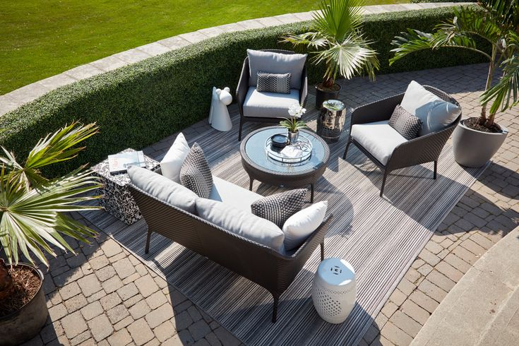 Wicker patio set (curve)