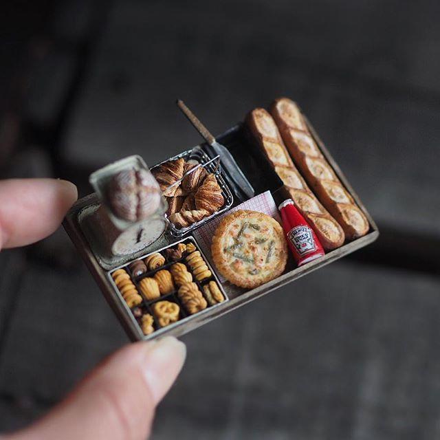 ❤︎ ・ original handmade miniature bread size 1/12 . . ミニチュア パン🍞🥐🥖 粘土は苦手ですが、パンが大好きなので 今更ですが、復習はじめました🙌 ・ ・ ・ 雨が上がり、日が出てきました。 今日は娘の幼稚園時代からののママ友達が。 明日は息子の幼稚園のママ友が家に😊 ・ 良いご縁が続いて嬉しい限り❤︎ ・ ・ ・ ・ ・ ・ ・ #ミ二チュア#miniature # #miniaturefood#ミニチュアフード #デニッシュ#クロワッサン  #Croissant #instagramjapan #dailyinstagram  #Danish#ig_photooftheday #IGersJP #photographyoftheday#🍞 #bread#パン#breadlove #croissant #フランスパン#🥖