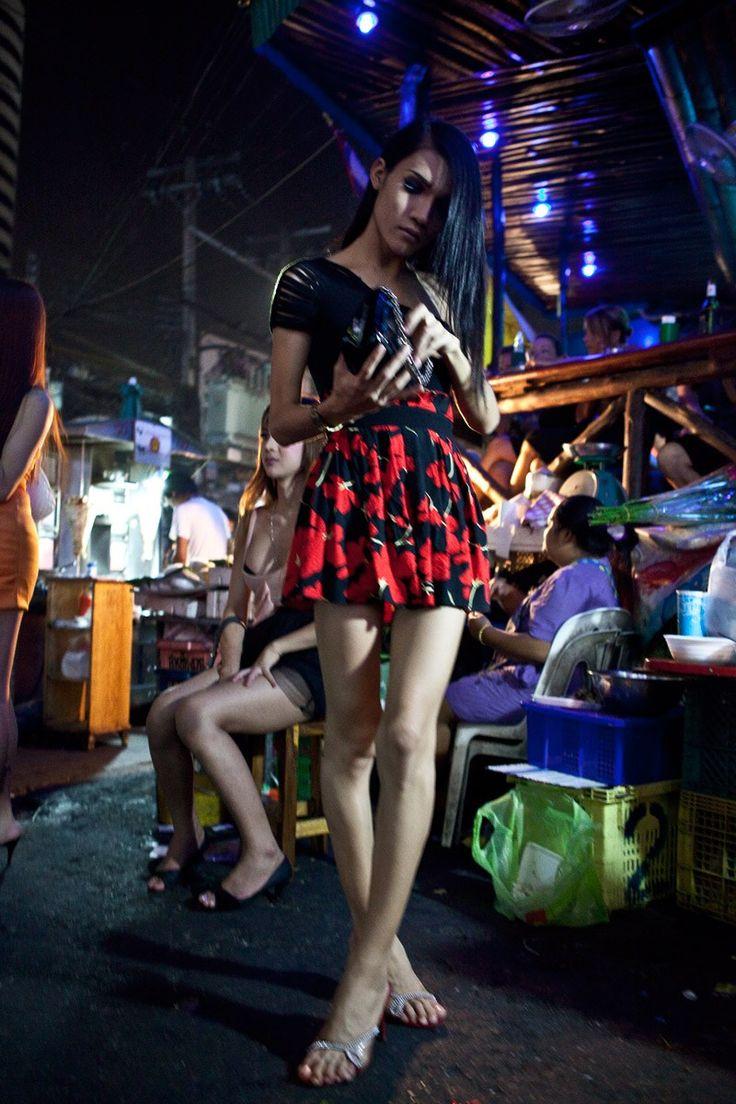 Thai ladyboy kissing-7102