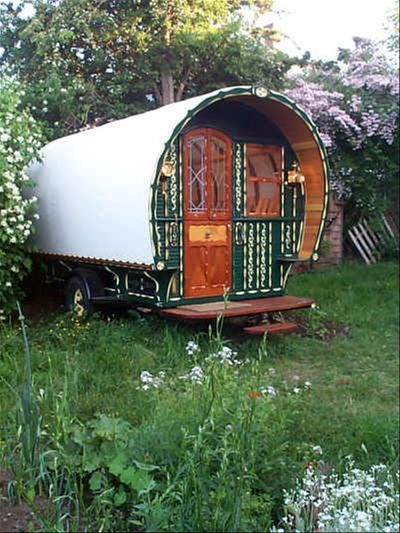 les 716 meilleures images propos de gypsy wagons caravans roulettes sur pinterest vie. Black Bedroom Furniture Sets. Home Design Ideas