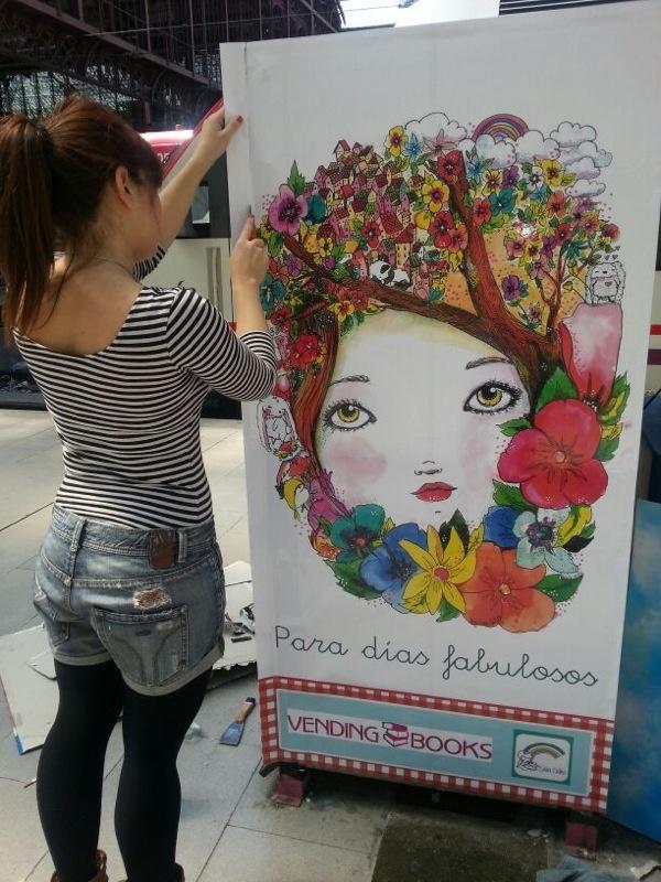 Decorar máquinas de Vending Books para primaverar a los voajeros de Cercanías Renfe. Estaciòn PRINCIPE PIO Madrid!