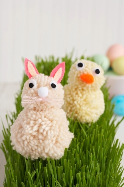 Pom Pom Easter Animals ~ Could do this as we have pom pom makers and I think I have some yarn laying around somewhere...