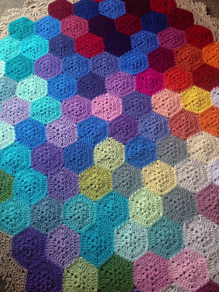 Geometric Blanket Knitting Pattern : 10+ images about Crochet Geometric lace blanket on Pinterest Beautiful, Lac...