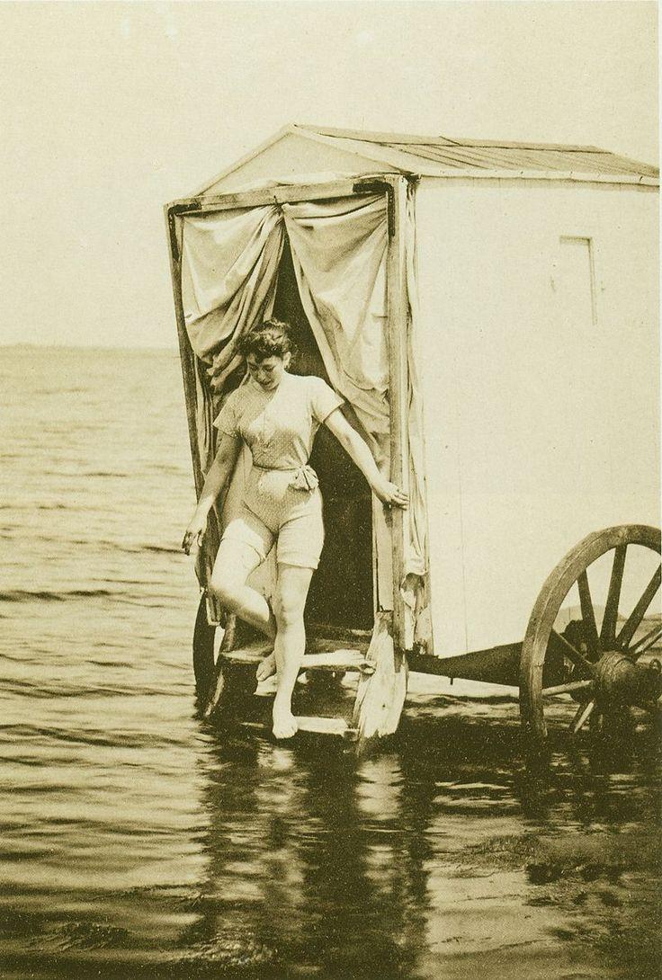 Woman in bathing suit (1893) - Badkoets - Wikipedia