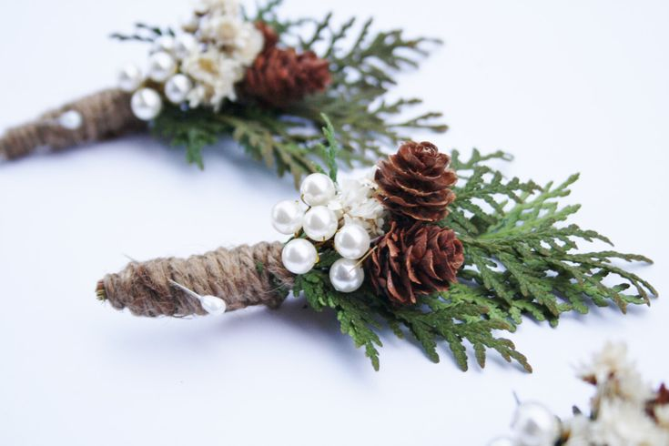 This Rustic Boutonniere, Wedding boutonniere, Woodland wedding boutonniere, Groomsmen buttonhole decoration, dried natural flower boutonniere christmas wedding, is just the perfect addition for the groomsmen lapel. It is a natural composition that can become a keepsake, perfect for a natural rustic winter wedding.  This is a listing for ONE boutonniere.  This boutonniere contains natural cedar leaves, dried white star flowers, natural mini pinecones and a cluster of ivory vegan pearls…