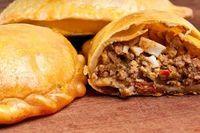 Empanadas gehören zur lateinamerikanischen Küche wie kaum ein anderes Gericht. Hier das Original-Rezept der Teigtaschen passend zu unserem Chimichurri Gewürz.