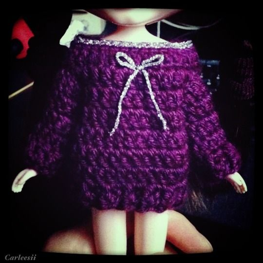 Carleesi - crocheted purple sweater with silver accents for Blythe doll