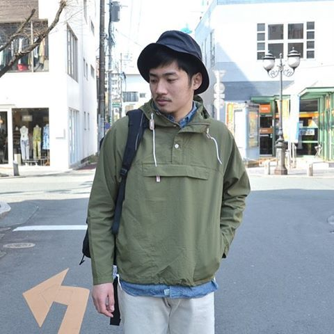 . BATTENWEARのパッカブルアノラックパーカーは小さく折り畳み可能で持ち運びにも便利な一着。今シーズンは、オリーブも入荷しております。 .  #battenwear #バテンウェア #anorack #packable size展開/S,M color展開/olive,navy price/¥32,200+tax . model:172cm 62kg 着用サイズ:S .  hat:#auralee shirts:#orslow pants:#chimala .  プロフィールのURLより詳細はご覧頂けます。 お問い合わせの際は下記メール又はHPよりお気軽にお問い合わせ下さいませ。 .  @acoustics_stylus  tel:096-354-4484 mail:stylus@amail.plala.or.jp HP:www.mens.acoustics-web.com #熊本市 #シャワー通り