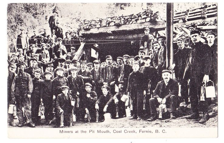 BC – FERNIE, Miners (With Child Labour) at Pit Mouth, Coal Creek, c.1900s PPC