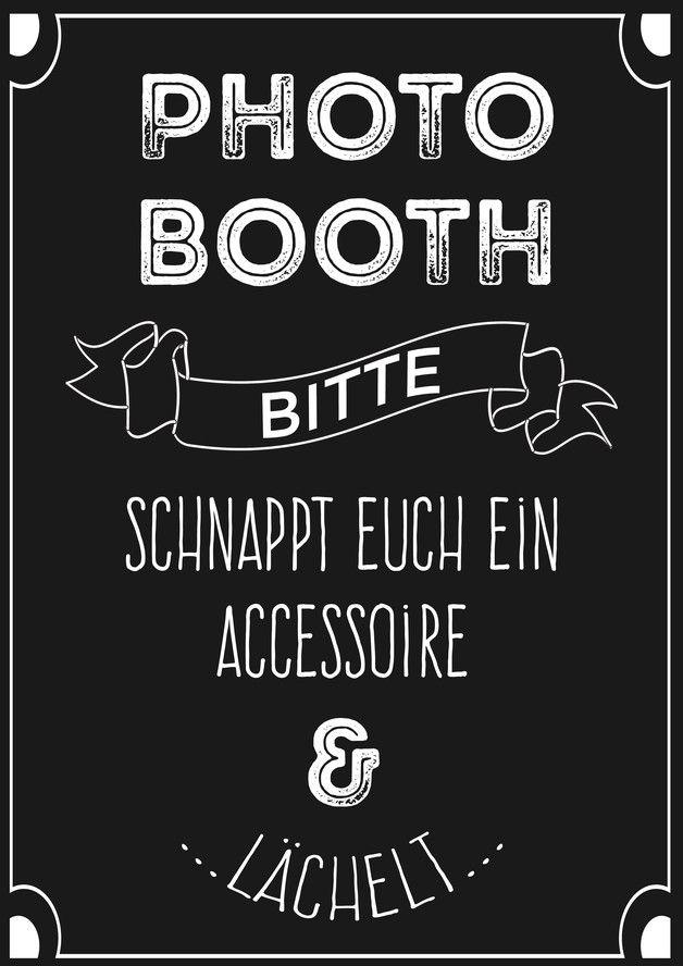 Die Photobooth, der neue Klassiker auf deutschen Hochzeiten! Die Hochzeitsgäste fotografieren sich selbst mit lustigen Accessoires und schenken euch damit wundervolle Erinnerungen an euren großen...