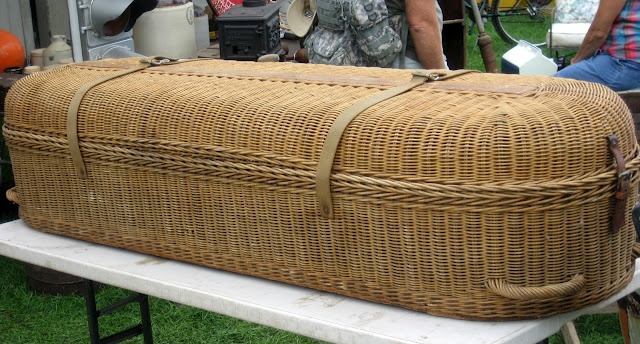 Woven Basket Casket : A wicker casket unique and interesting