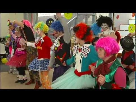 'Clown Doctors' - Broadcast Experience - Behind the News, ABC, Adelaide - YouTube