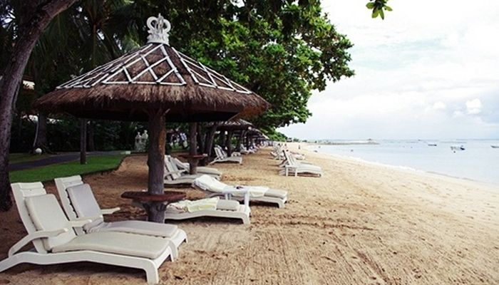 Port Antonio is the capital of Portland and lies on the northeastern coast of Jamaica. That has a population of 13,000. Port Antonio 7 Days Itinerary.