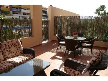 ¿Qué te parecería refrescarte en tu terraza después de un buen baño en las playas de Orihuela Costa?