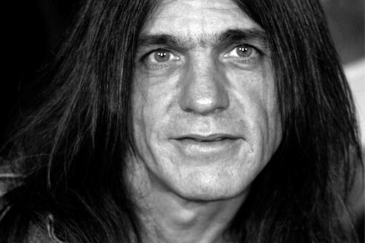 https://web.de/magazine/unterhaltung/musik/acdc-gitarrist-malcolm-young-tot-gaebs-highway-to-hell-32634980