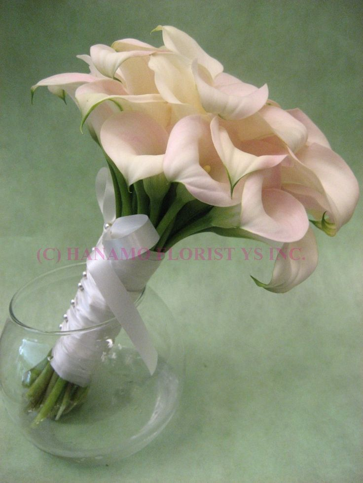 Creating Flower Arrangements for the Bridal Party Yourself