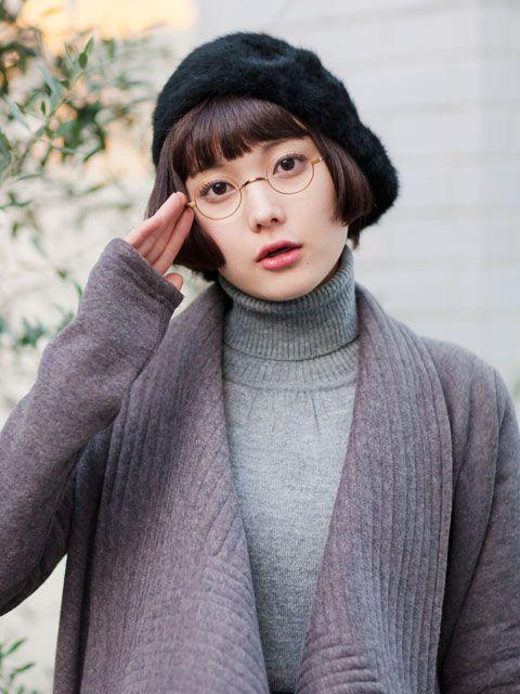 着替える眼鏡女子 ALOOKさんの眼鏡の広告です